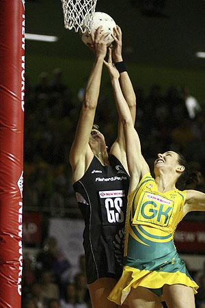 Liz Ellis in the final of the Netball World Championships - AP Photo/NZPA, Wayne Drought