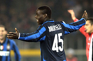 Inter Milan's Mario Balotelli cheers after scoring the 3-2 goal, during the Italy Cup soccer match between Juventus and Inter Milan, in Turin, northern Italy, Wednesday Jan. 30, 2008. AP Photo/Massimo Pinca