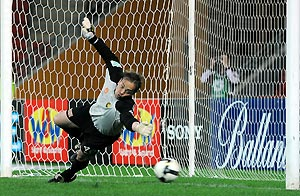 Central Coast Mariners goal keeper Mark Bosnich fails to stop a direct penalty in the second half of the Round 3, A-League match between the Central Coast Mariners and the Queensland Roar at Suncorp Stadium in Brisbane, Aug. 31st, 2008. AAP Image/Dave Hunt