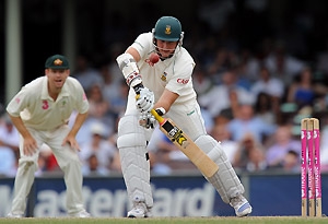 Injured South African captain Graeme Smith in action during the second innings on day five of their Third Test against Australia at the SCG in Sydney, Wednesday, Jan. 7, 2009. Smith retired hurt from the first innings with a broken finger. AAP Image/Paul Miller