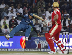 Deccan Chargers Rohit Sharma, left, makes an unsuccessful attempt to catch the ball after Royal Challengers Bangalore's Jacques Kallis plays a shot, during their 2009 Indian Premier League cricket final match in Johannesburg, South Africa, Sunday May 24, 2009. AP Photo/Aman Sharma