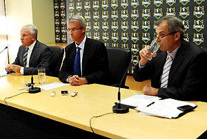 John Hartigan, chairman and chief executive of News Limited (left) with Chief Executive Officer of the National Rugby League David Gallop (centre) and Melbourne Storm Chariman Rob Moodie. AAP Image/Tracey Nearmy