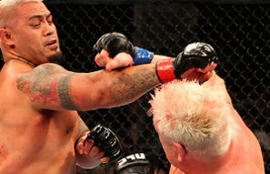 Aussie Mark Hunt on the verge of history