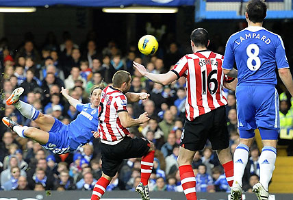 Chelsea's Fernando Torres, left, watches his overhead kick hit the bar to rebound to Frank Lampard, right, to go on to score against Sunderland during the English Premier League soccer match at Stamford Bridge, London, Saturday Jan. 14, 2012. (AP Photo/PA, Rebecca Naden)