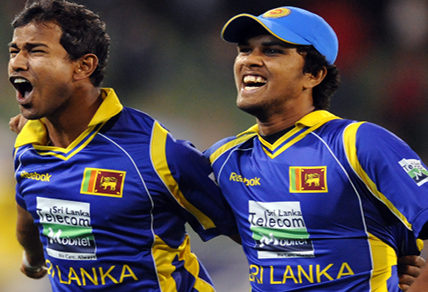Sri Lankan playersNuwan Kulasekara (left) and Dinesh Chandimal celebrate (AAP Image/Joe Castro)
