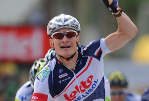 Thousands witness Greipel salute in Victor