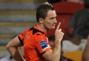 Brisbane Roar vs Wellington Phoenix: A-League live scores, blog