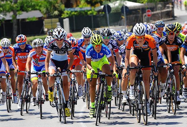 Riders at the 2013 Giro Rosa (Image: Giro Rosa).