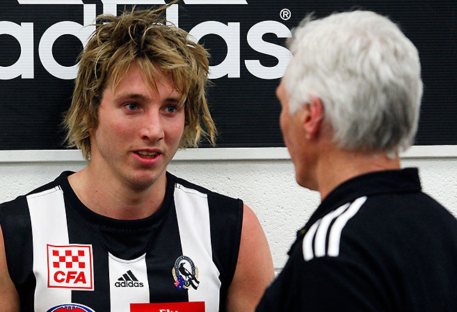 Collingwood coach Michael Malthouse talks to Dale Thomas after the AFL Round 21 match between the Collingwood Magpies and the Adelaide Crows at the MCG on August 21, 2010 in Melbourne.