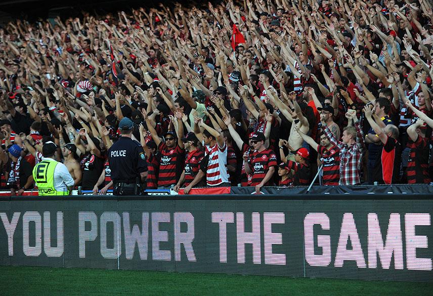 Wanderers' fans rejoice in A-League season 2013/2014 (AAP Image/Dean Lewins)