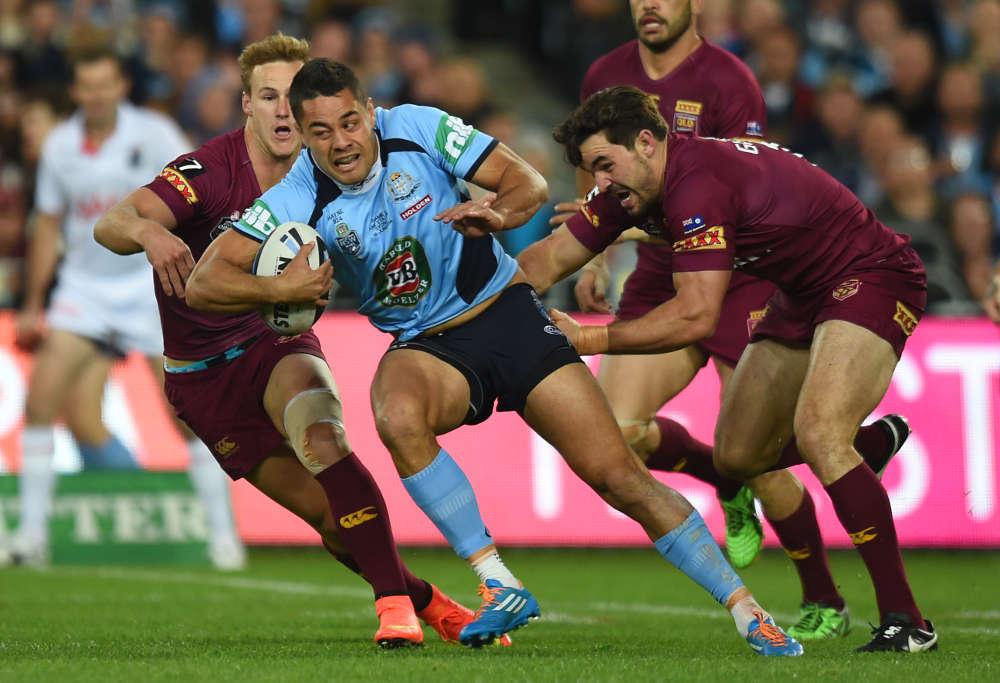 arryd Hayne struggles to get past Queensland defenders in Origin 2