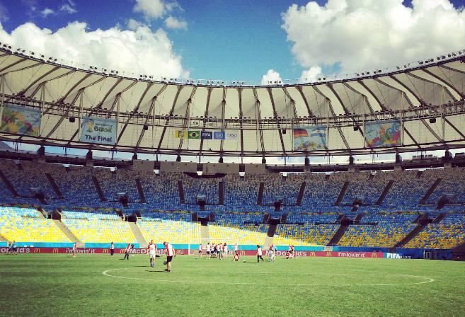 Fans play in an empty stadium (Photo: Daniel Pontello)