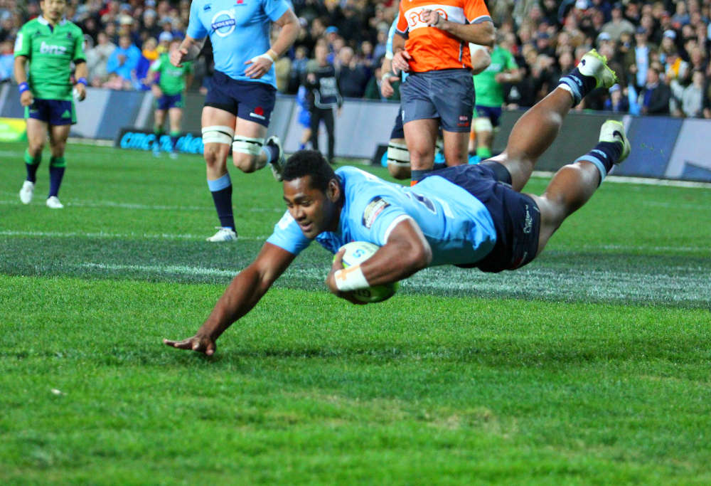 Taqele Naiyaravoro crosses for try (Photo: A Knight)