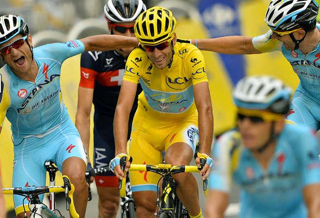 Vincenzo Nibali crosses the finish line in Paris
