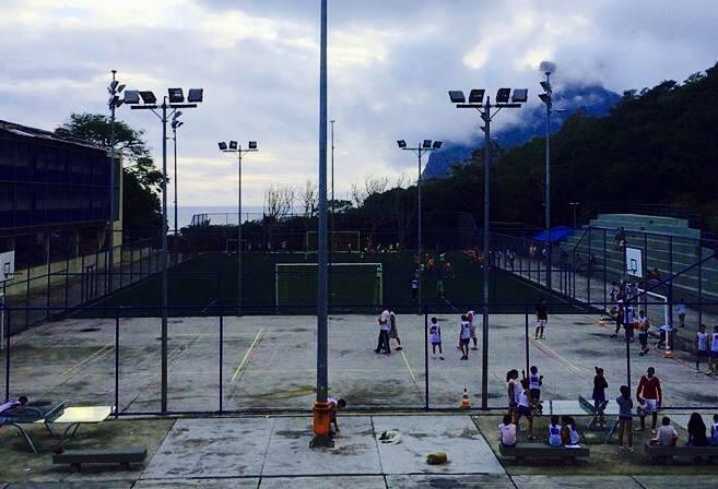 A school-yard soccer field in Brazil's flavelas (Photo: Daniel Pontello)
