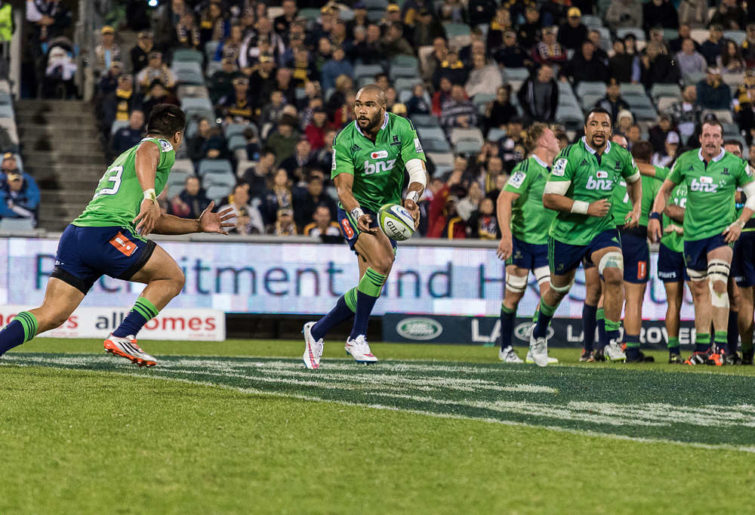 Highlanders attack through Malakai Fekitoa (Photo: John Youngs photography)