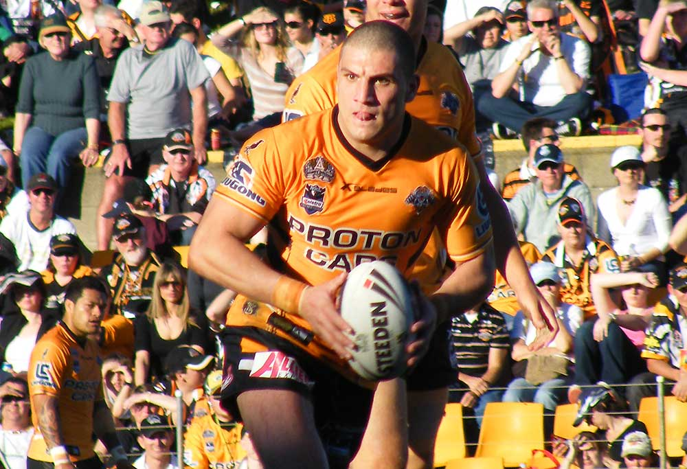 Robbie Farah playing for Wests Tigers