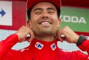 Dumoulin hammers rivals to take Giro lead