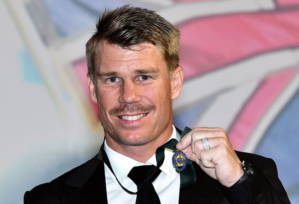 Dave Warner with the Allan Border Medal