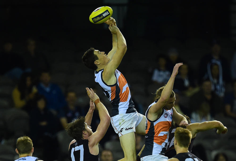 Jeremy Cameron overhead mark for GWS