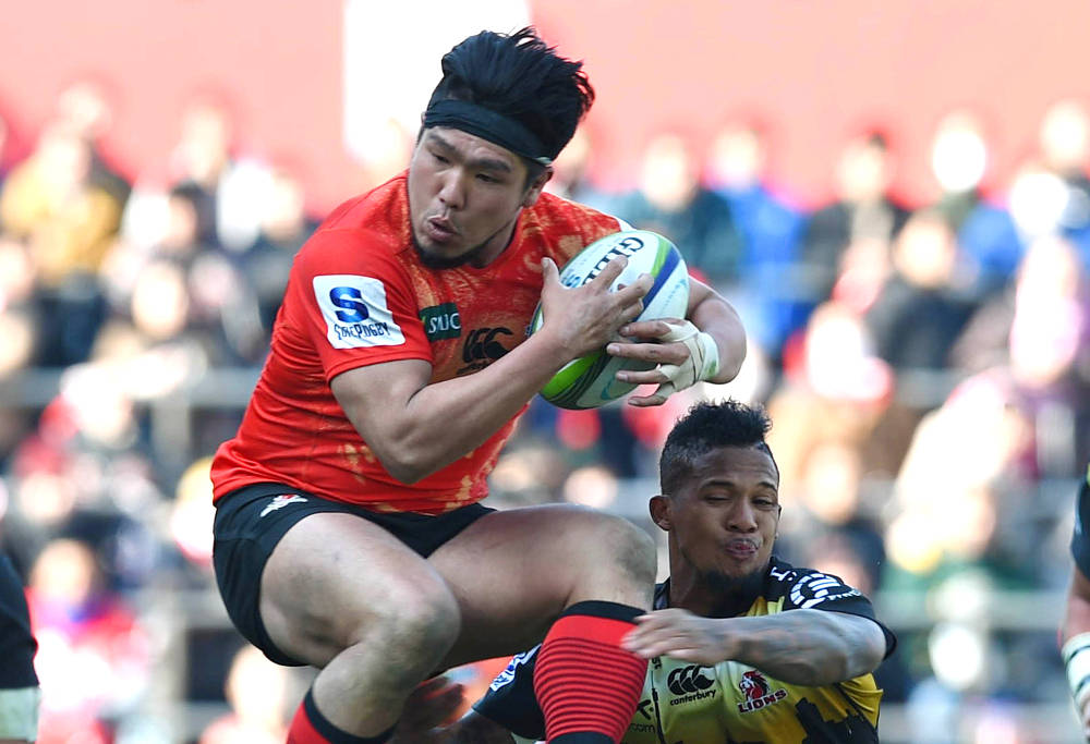 Sunwolves captain Shota Horie catches rugby