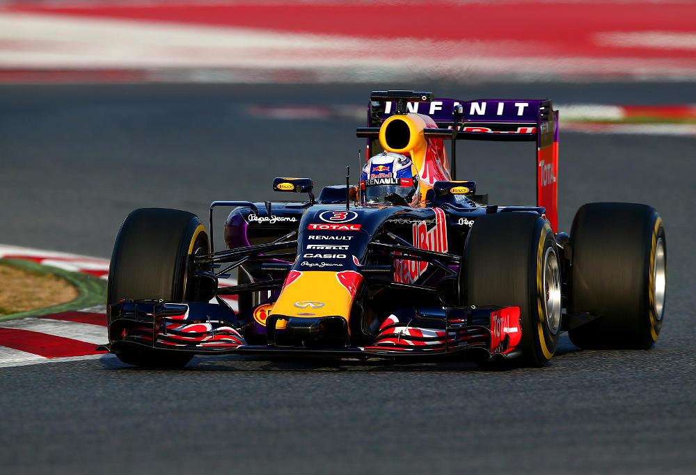 Dan Ricciardo drives F1 car