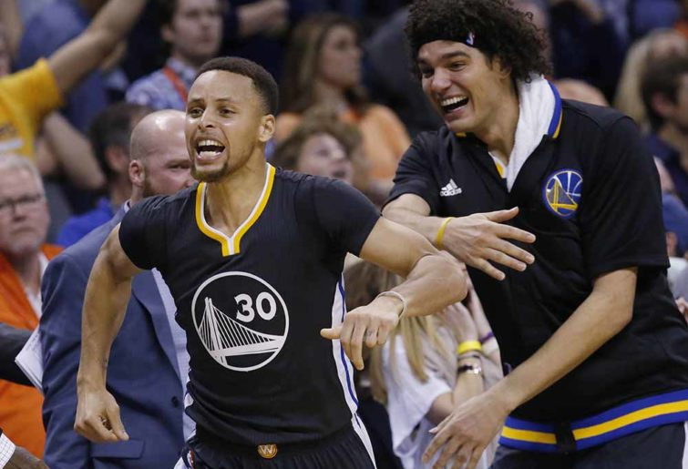 Steph Curry celebrates the Warriors' win