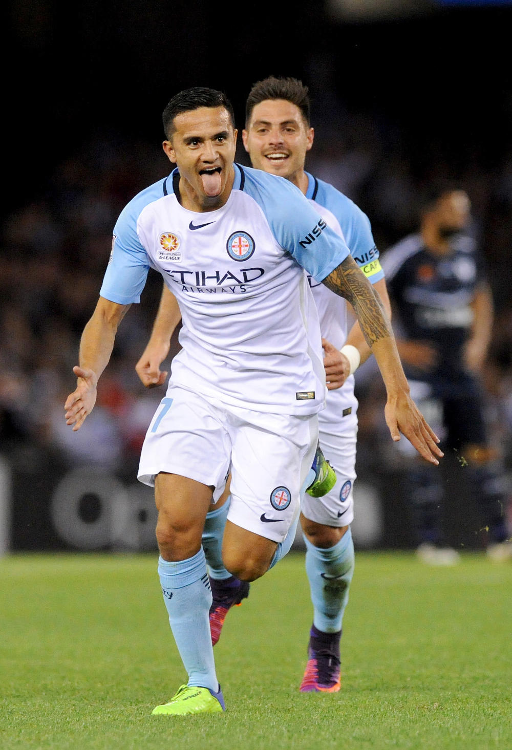 tim-cahill-melbourne-city-a-league-football-2016-tall