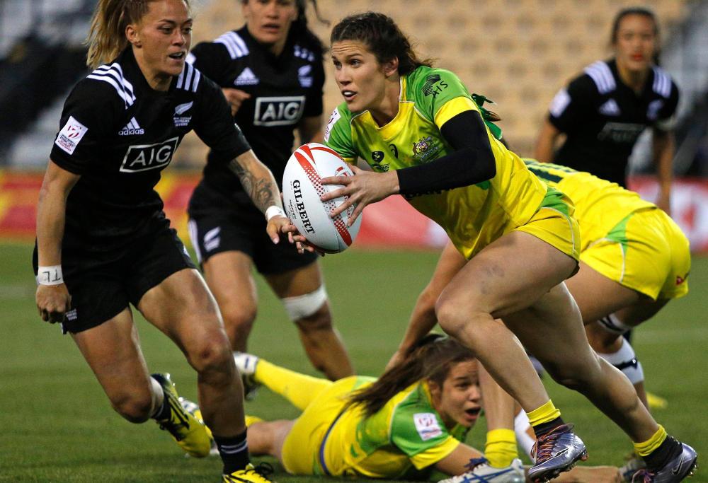 Australian Womens 7s player Charlotte Caslick runs ball against New Zealand