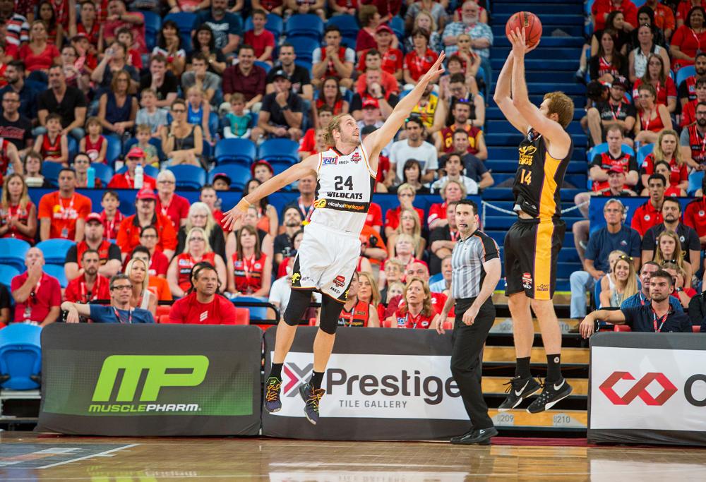 jesse-wagstaff-tom-garlepp-sydney-kings-perth-wildcats-nbl-basketball-2016
