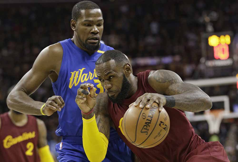 Cleveland Cavaliers' LeBron James (23) drives past Golden State Warriors' Kevin Durant