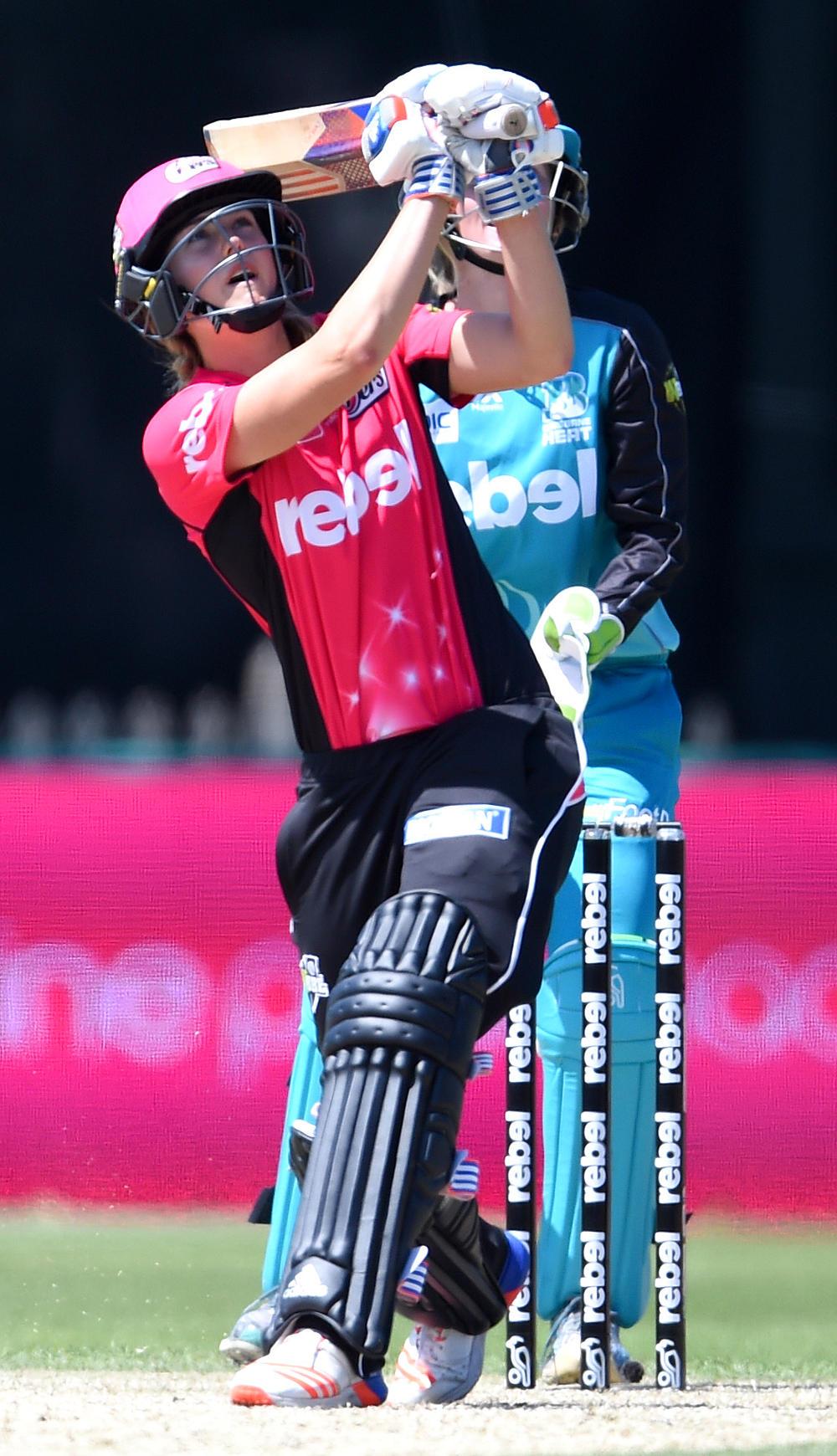 Ellyse Perry batting Sydney Sixers WBBL