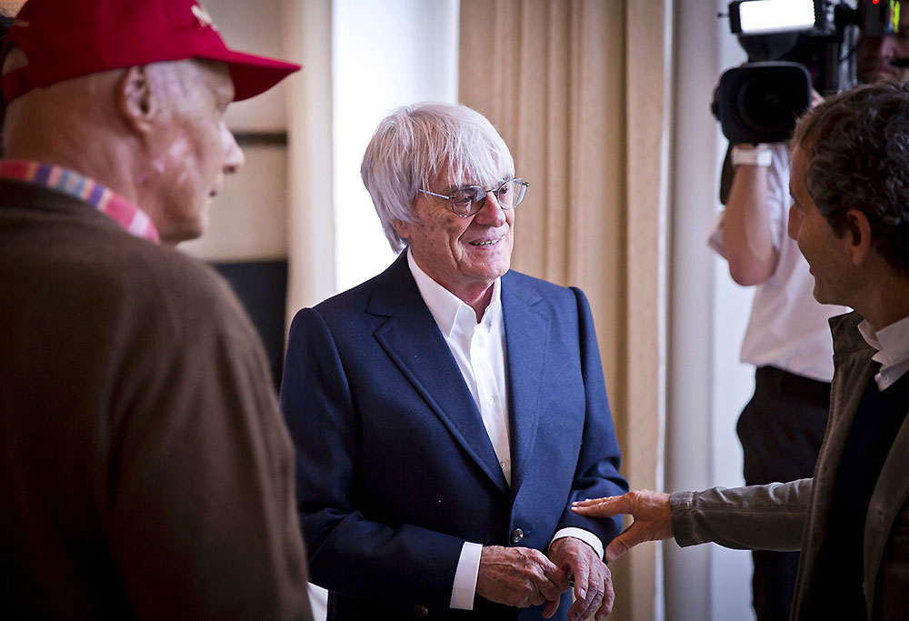 Bernie Ecclestone talks to Niki Lauda and Alain Prost