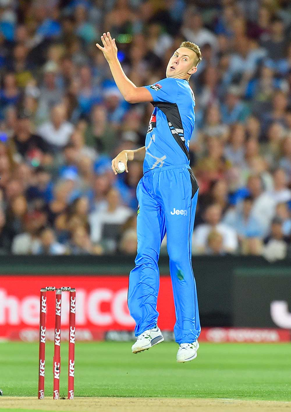 Billy Stanlake of the Adelaide Strikers