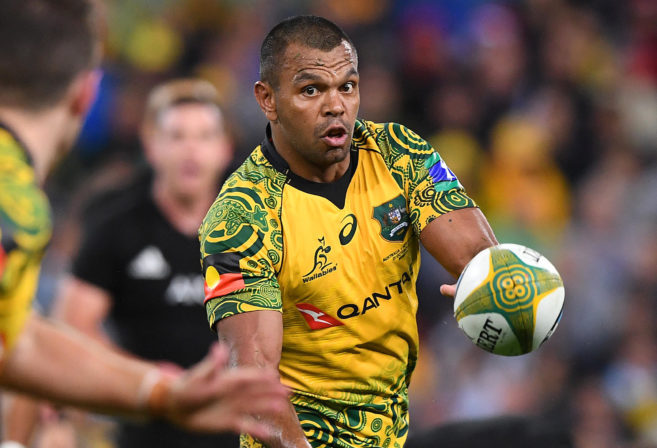 Kurtley Beale throws a pass