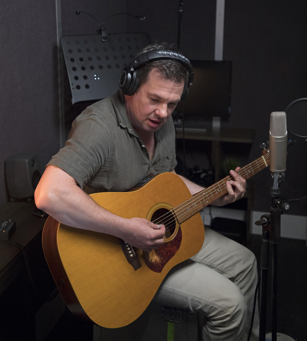 denis carnahan with guitar