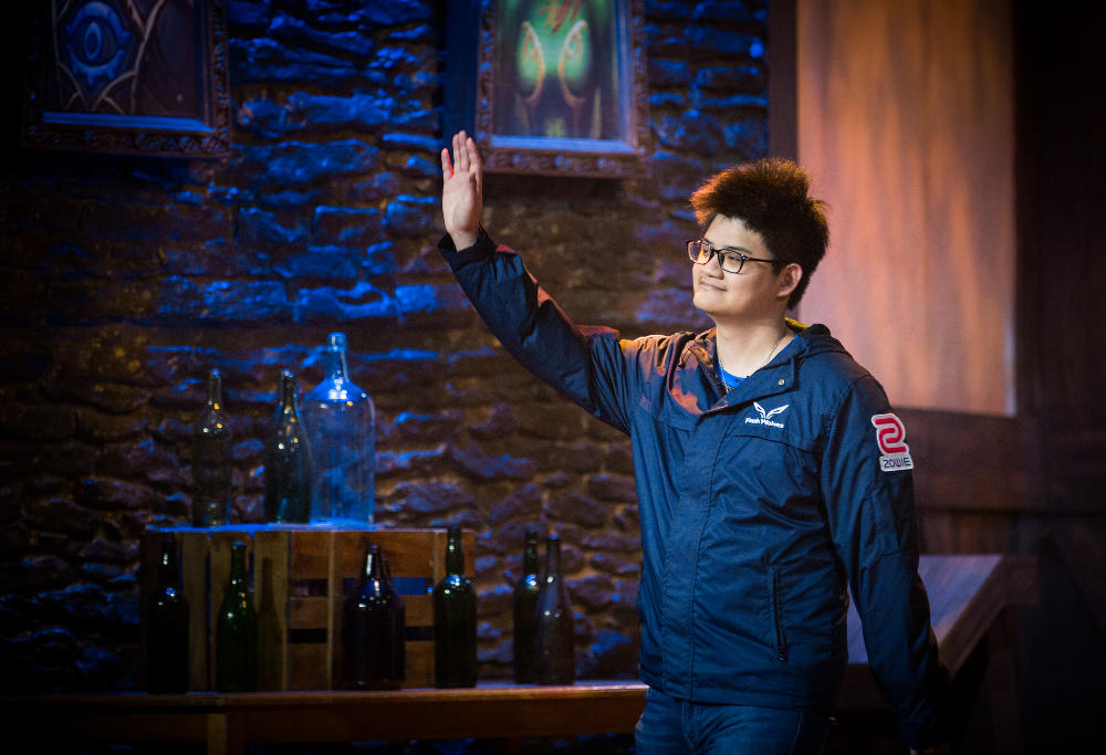 "Taiwanese Hearthstone player Chen ""tom60229"" Wei Lin salutes the crowd ahead of his grand final appearance at the Amsterdam Championship Tour event."