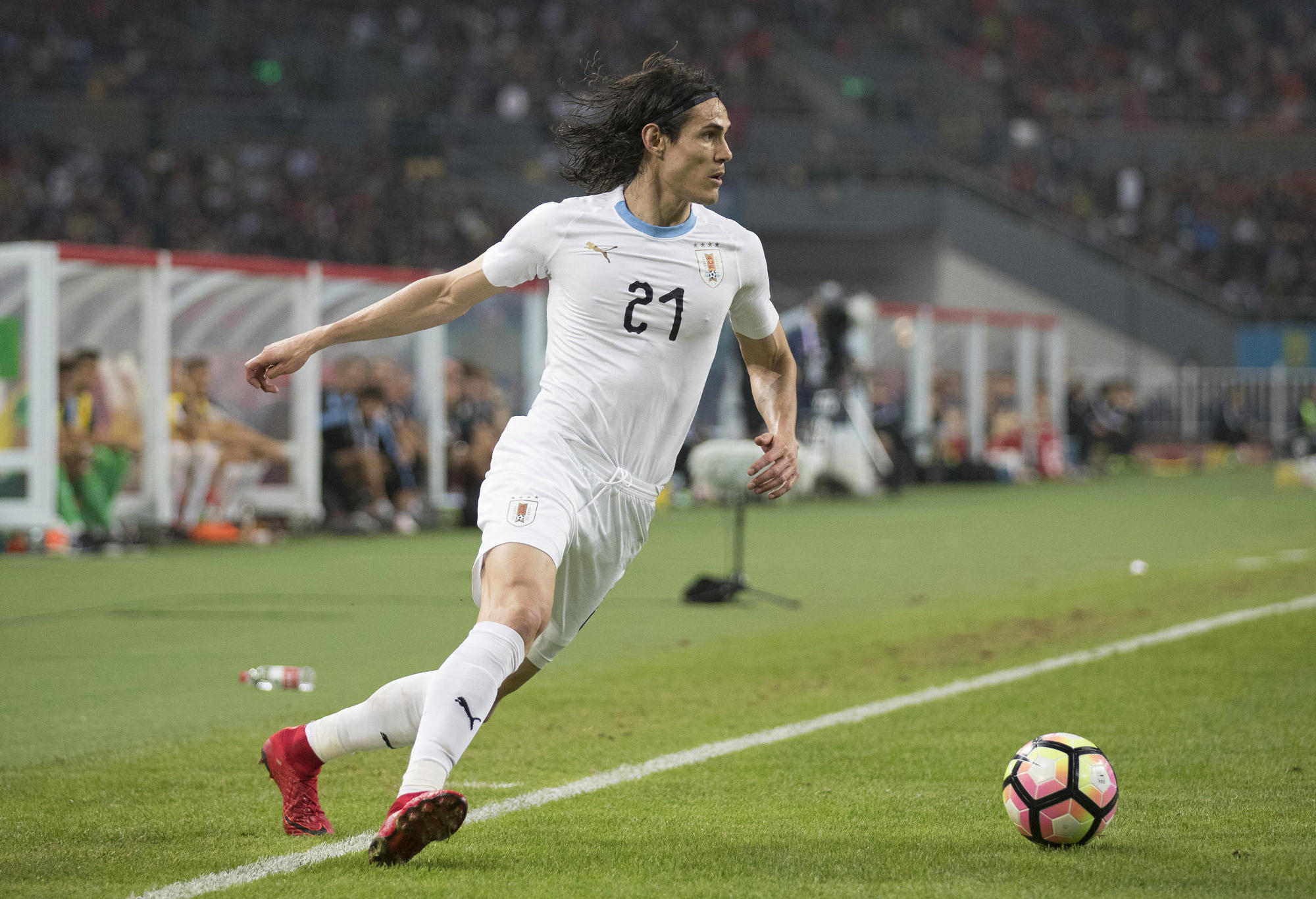 Uruguay's Edison Cavani controls the ball.