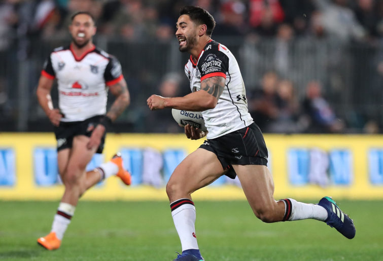 Shaun Johnson runs the football.
