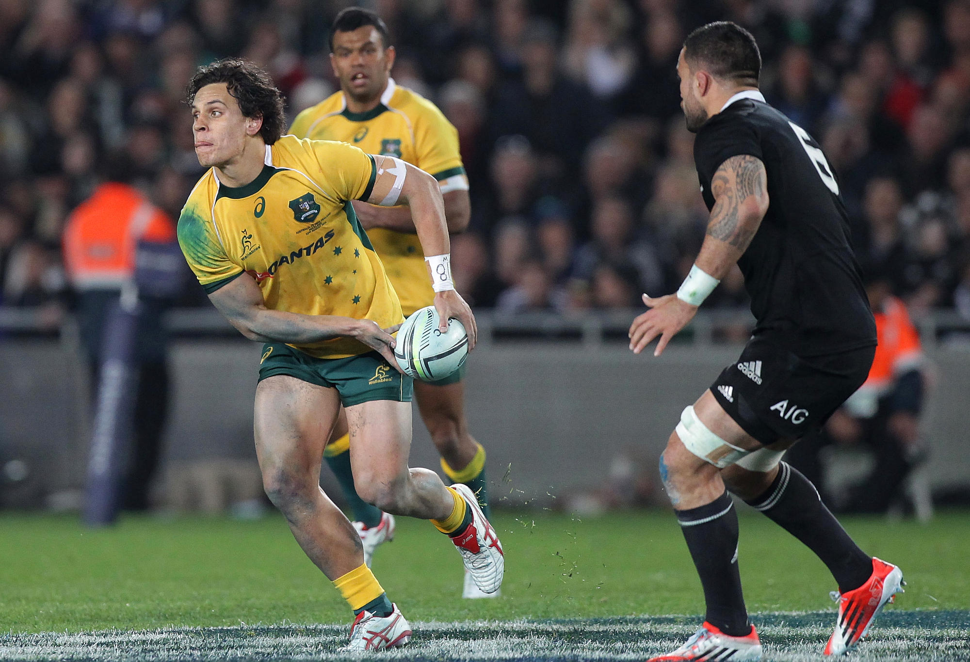 Matt Toomua passes for the Wallabies