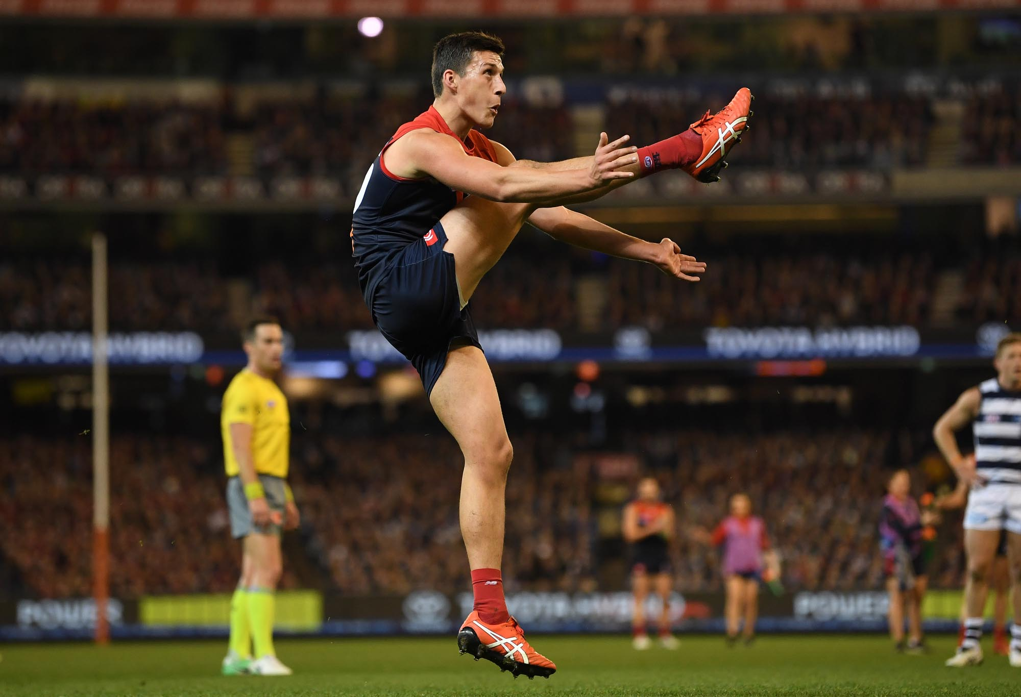 Sam Weideman kicks a goal