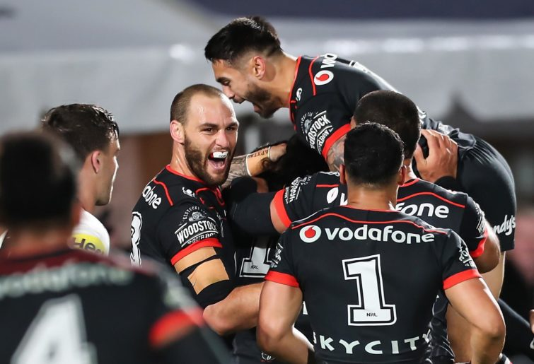 Simon Mannering celebrates with Shaun Johnson.