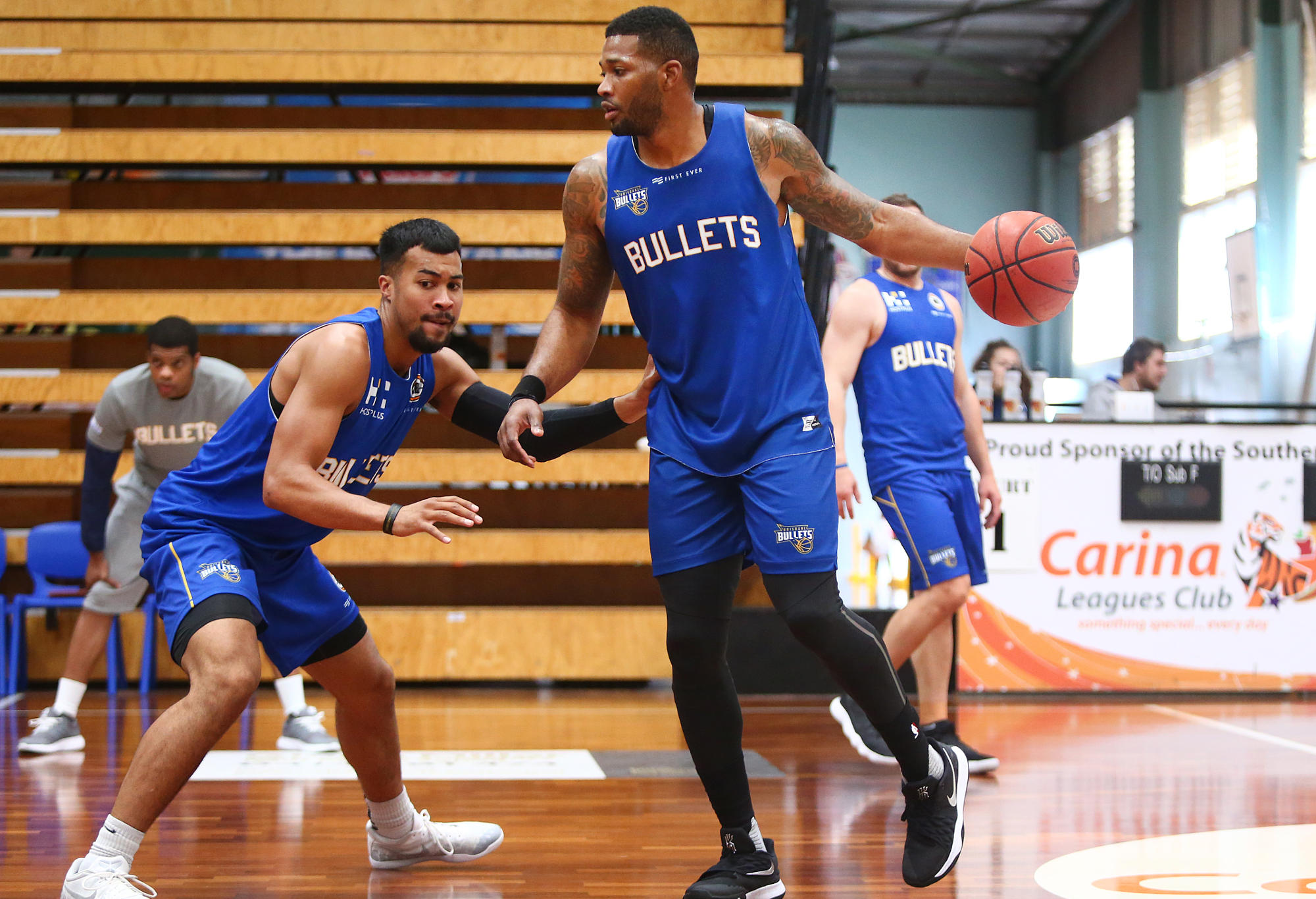 Alonzo Gee and Stephen Holt of the Brisbane Bullets.