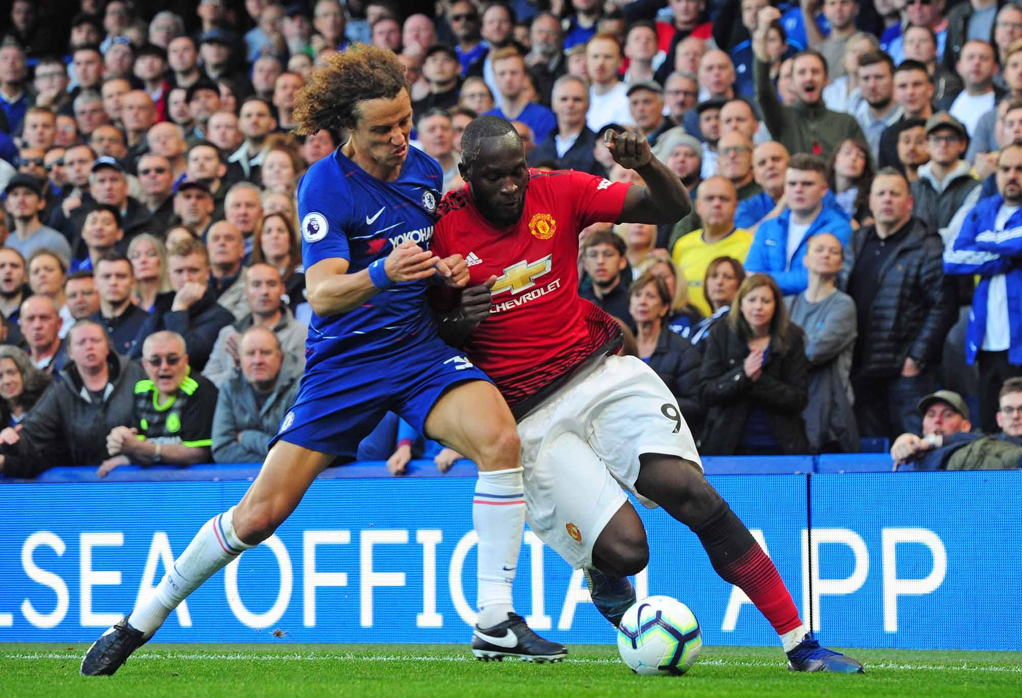 Romelu Lukaku and David Luiz battle for the ball