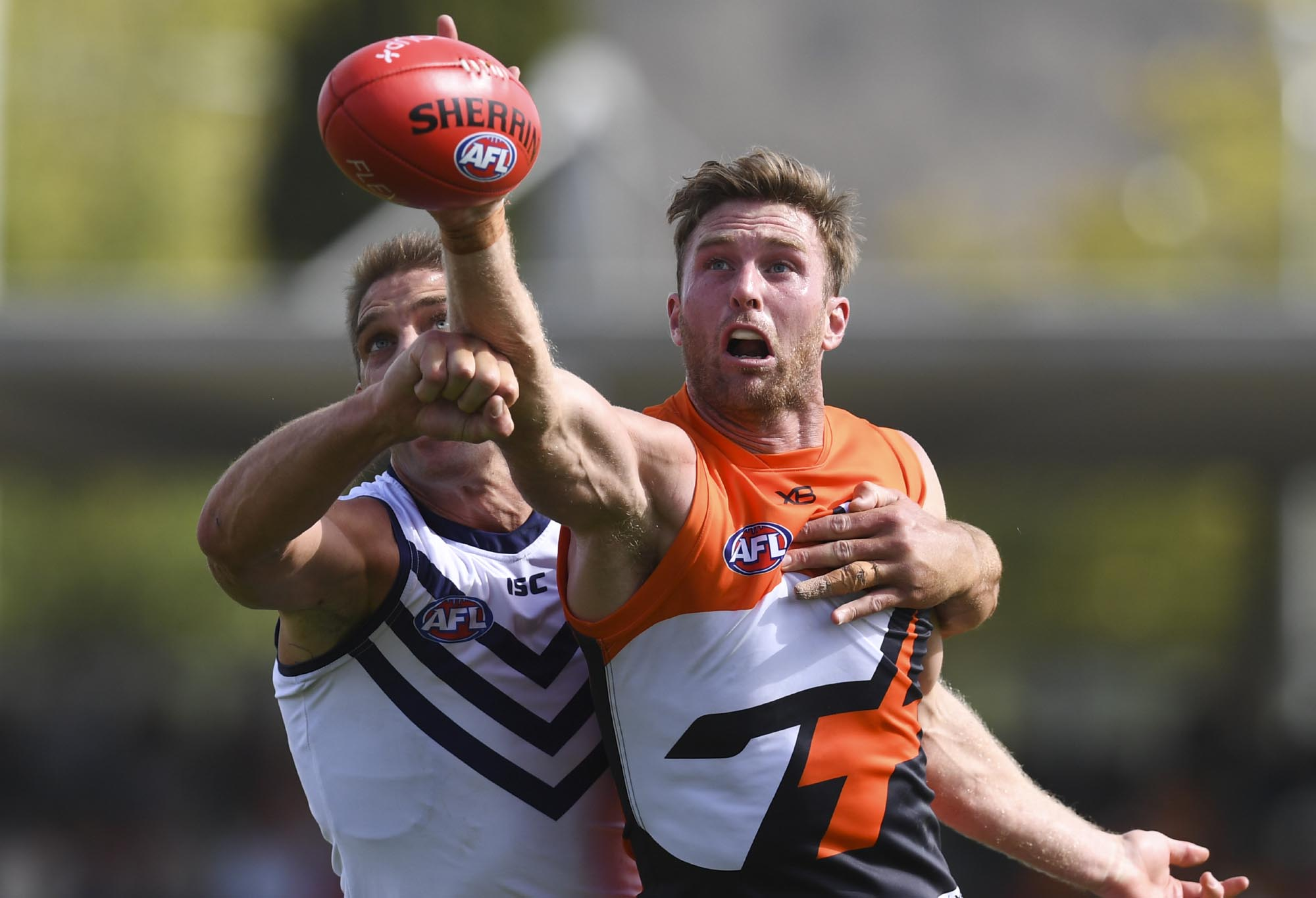 Dawson Simpson fights for the ball with Aaron Sandilands.