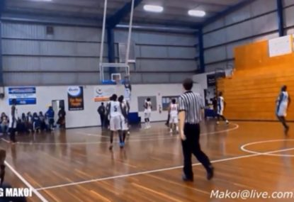 Teammates combine for spectacular alley-oop