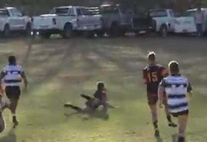 Shocking attempt at diving catch leaves fullback red-faced after conceding try