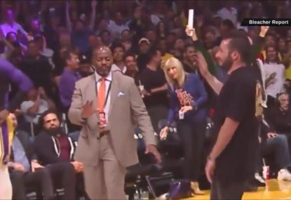 Competition winner gets brutally rejected by security trying to high-five Lakers