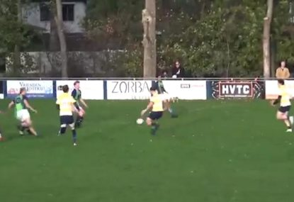 Flying back swoops on pinpoint grubber to score electric try