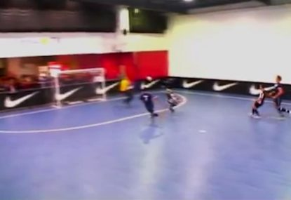 Striker goes all out with desperate bicycle-kick